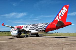 Avião TAM A319