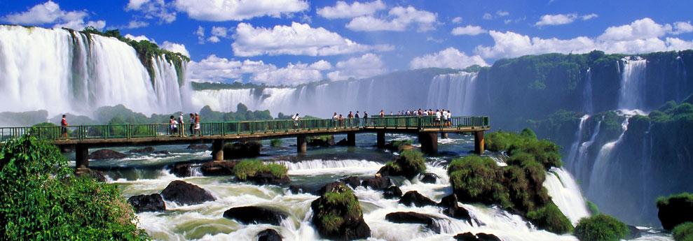 Promoção Destino Surpresa garante passagens com milhas reduzidas nos voos de Foz do Iguaçu, Belém e Rio de Janeiro