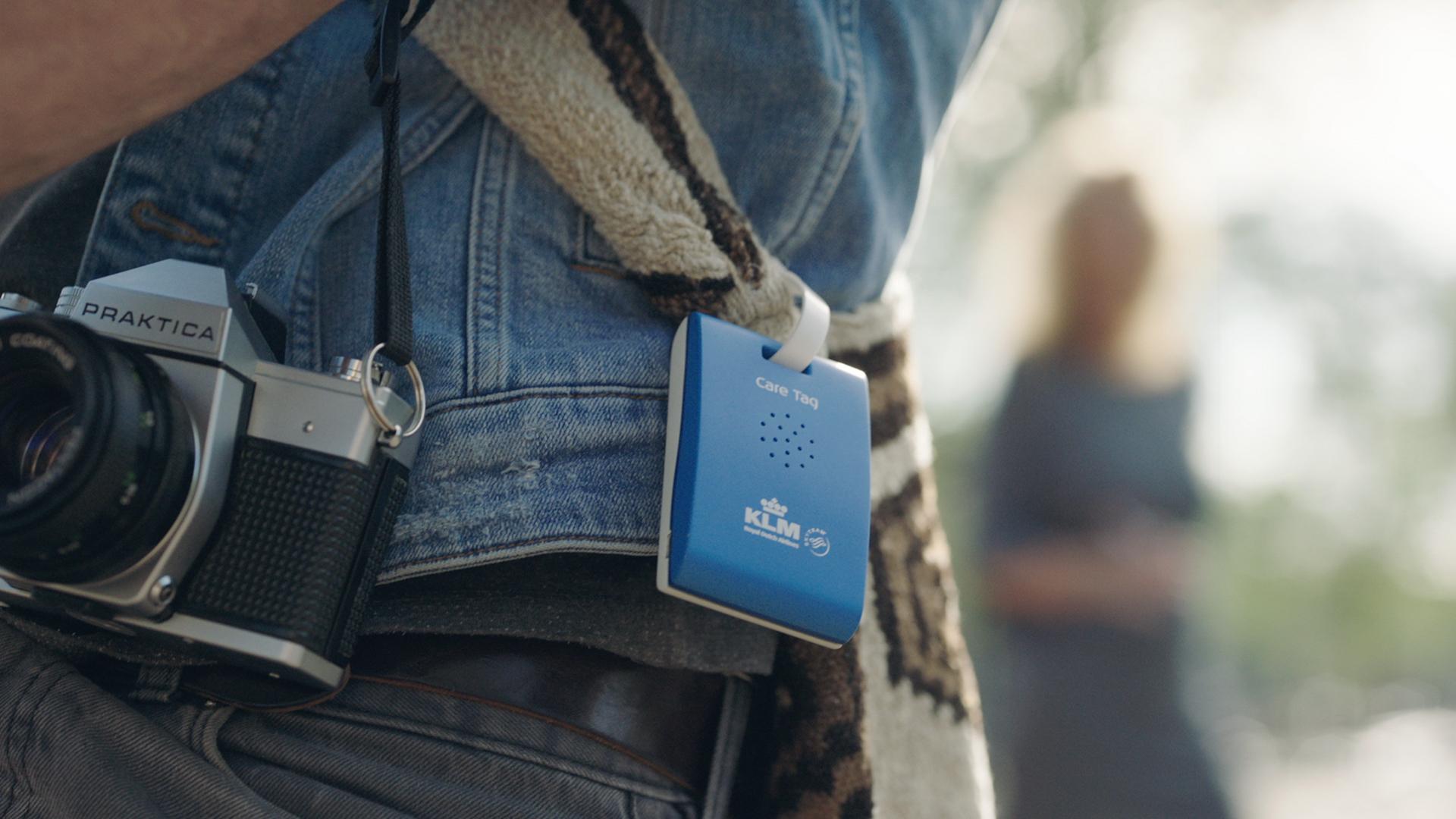Saiba como curtir Amsterdã ouvindo dicas em dispositivo gratuito fixado em sua mochila