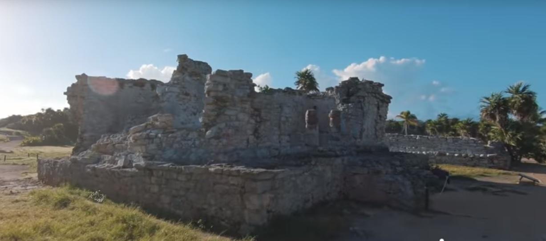 Visite os sítios arqueológicos do império Maya.