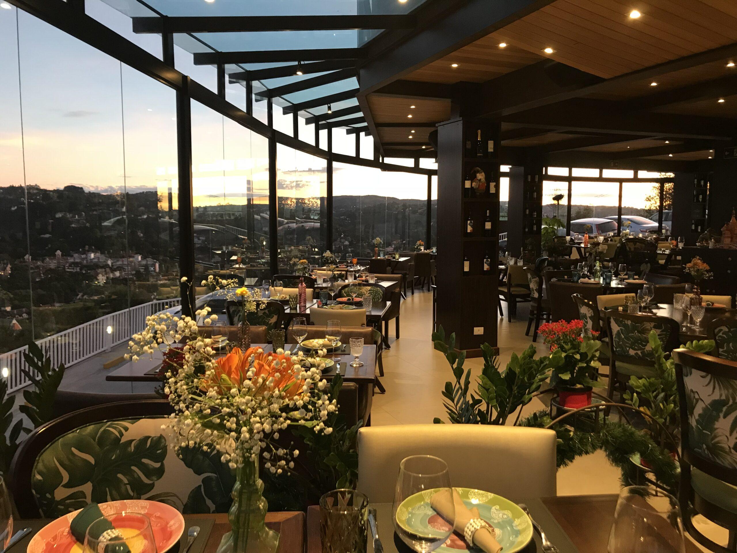 Vista panorâmica é destaque de hotel em Campos do Jordão (SP)