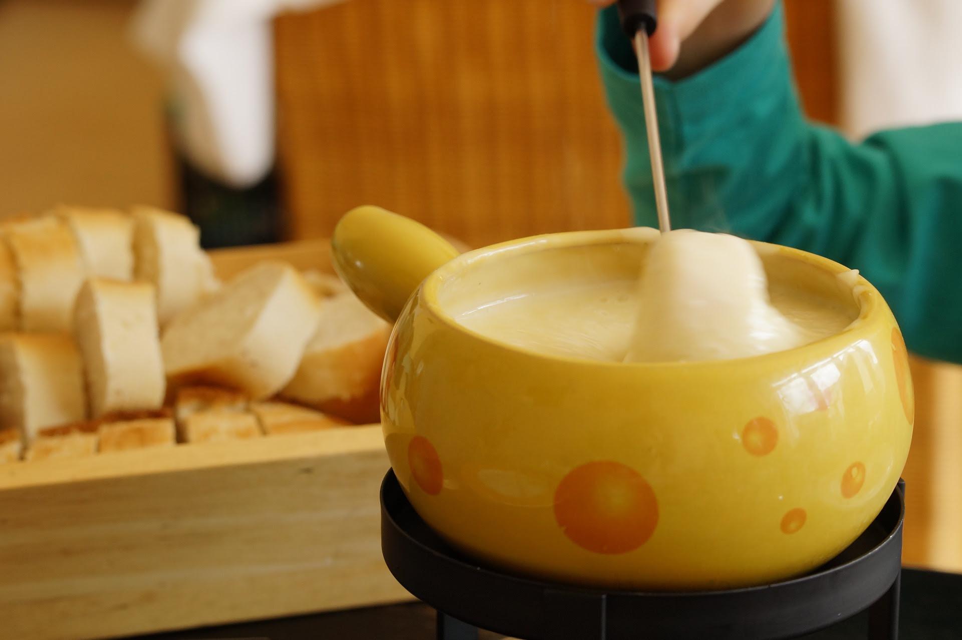 O Alquimista terá tradicional fondue com queijos e chocolates artesanais em Monte Verde